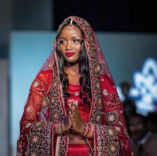 Miss Uganda Quiin Abenakyo yazamuye idarapo mu bihugu